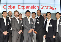 Leaders from overseas subsidiaries and alliance partners at global business strategy conference.