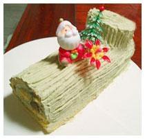抹茶の渋みで、甘みあっさり。緑のロールケーキ