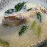手羽元とほうれん草の豆乳スープ