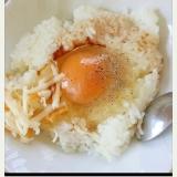 チーズとブラックペッパーの卵かけご飯