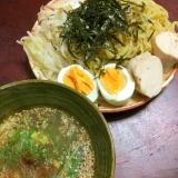 麺つゆを鶏皮で濃厚にした☆鶏チャーシューのつけ麺。