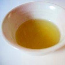花粉の目のかゆみに渋~い濃い緑茶