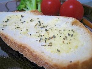 フランスパンのパルメザンチーズトースト
