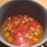 ズッキーニとトマトのコンソメスープ