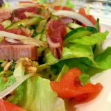 ガーリックバルサミコドレッシングのかつおサラダ
