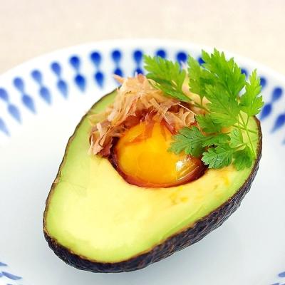 ウワサの冷凍卵で見た目も栄養もバッチリの「月見アボカド」を作ってみました!