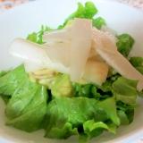 アボカドとウドのレタスサラダ