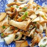 お魚食べてネ!竹輪とキノコのバターソテー(パセリ)