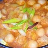 玉ねぎ氷入つくねと豆腐白玉☆W団子の辛い鍋