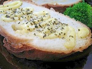 フランスパンのマヨバジルトースト