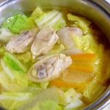 とりももぶつ切り肉と白菜と大根とにんじんの水炊き
