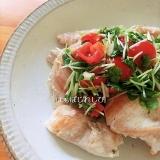 鶏むね肉のソテー♪かいわれ柚子トマトソース