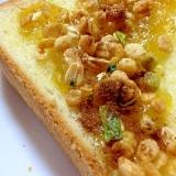 メロンジャムと野菜グラノーラのトースト