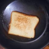 フライパンでトースト!ココナッツオイルを有効利用!