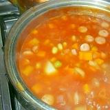 煮るだけ、簡単!豆とトマトのスープ