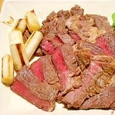 玉ねぎ氷入りのマリネ液de☆安い牛肉のステーキ