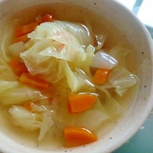 キャベツと人参と玉ねぎのコンソメスープ