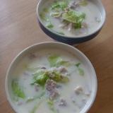 レタスと豚肉の豆乳スープ