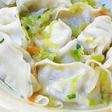 冷凍餃子を使って 野菜たっぷりのスープ餃子