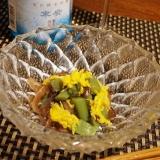 おうち居酒屋、うどと菊、きくらげの和え物