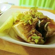 ぽかぽかとろとろ湯豆腐、とろろ昆布と生姜ネギポン酢