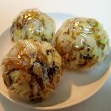 胡麻油炒め高菜と白ごまのおにぎり♬
