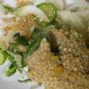 ノンオイル胡麻ドレッシングの素朴なサラダ