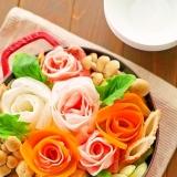簡単華やか♡豚肉を挟んだ白菜とニンジンの大根バラ鍋