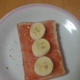 バナナと苺ジャムのトースト