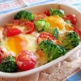 食パンもいっしょに野菜と卵のココット♪