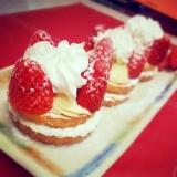 タルト生地を使った苺の簡単プチケーキ