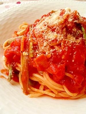 アスパラとベーコンのトマトソースパスタ
