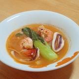 残ったキムチ鍋でトムヤムクン風スープ