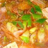 【素は白菜キムチと麺つゆ】キムチ鍋