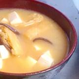 コリコリ♪キクラゲと豆腐と油揚げのお味噌汁