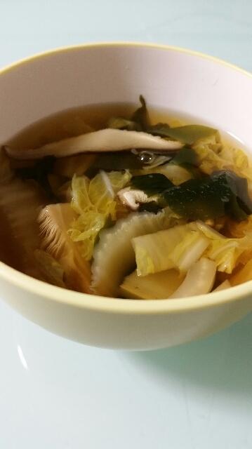 白菜とわかめとしいたけのスープ