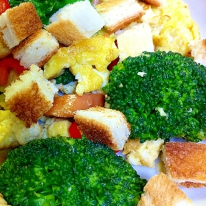 炒り卵と焼き野菜のサラダ