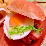 炙りベーコンと胡麻味噌マヨネーズのアボ玉バーガー