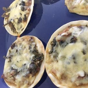 鯖とチーズでピザ