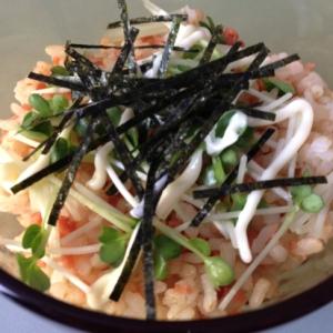 パーティーに!鮭フレークのカラフルカップ寿司!