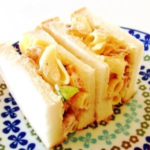 マカロニサラダとツナのサンドイッチ