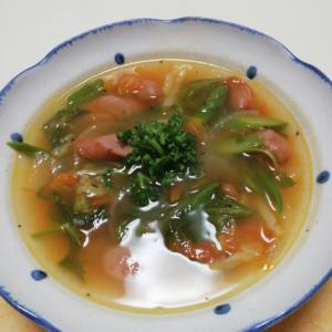 あらびきウインナーとタップリ野菜のコンソメスープ