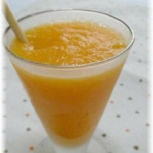 りんごとにんじん+オレンジのミックスジュース
