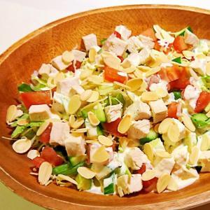チキンとアーモンドと色々野菜のサラダ