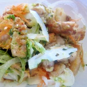 豚肉唐揚げと玉葱と蓮と人参の水菜甘辛漬けサラダ