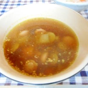 丸ごと根菜、ゴボウとウィンナーの和風スープ