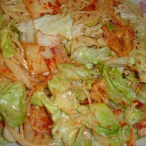 レタスとキムチのマヨパスタサラダ
