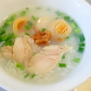 冷ご飯で★蒸し鶏・味卵・梅干しのニラ粥☆