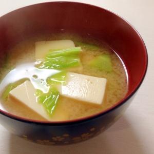 我が家の定番☆豆腐とキャベツのお味噌汁