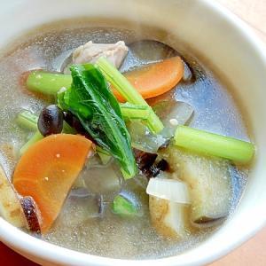 鶏肉を少々❤野菜整理の味噌汁♪(あれば黒豆茶ガラ)